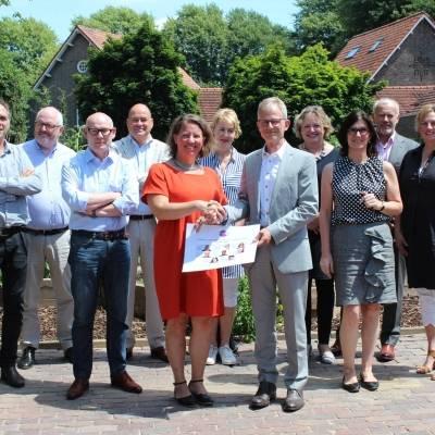 Overdracht Zelf & Co filmportretten naar De Vereniging Limburg