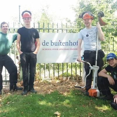 Leerlingen van De Buitenhof slagen voor het examen bosmaaier.