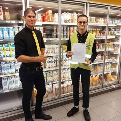 Leerling Buitenhof Heerlen ontvangt contract van Jumbo Kerkrade